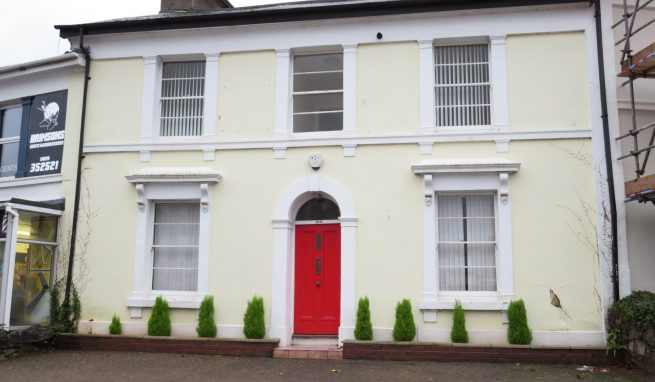 Prominent Grade ll listed Office / D1 Medical Building in convenient Town Centre location